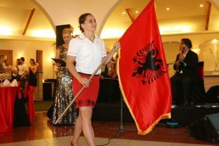 Romela-Begaj-me-flamur.jpg