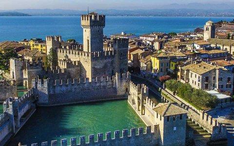 8x5-castello-sirmione-vista-aerea.jpg
