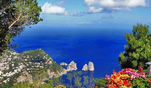 Capri-vista-faraglioni.jpg