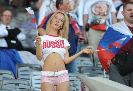 football_fans_girls_01.jpg