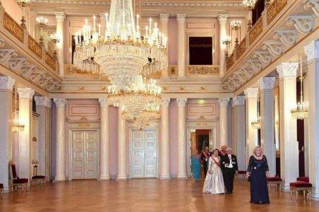 Corteu i familjes mbreterore norvegjeze.jpg