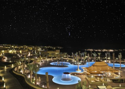 Free-form-pool-by-night-AQA_962.jpg