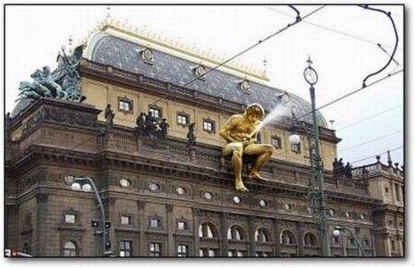 9378-statue-curiose-nel-mondo-00000statue-700-jo10.jpg