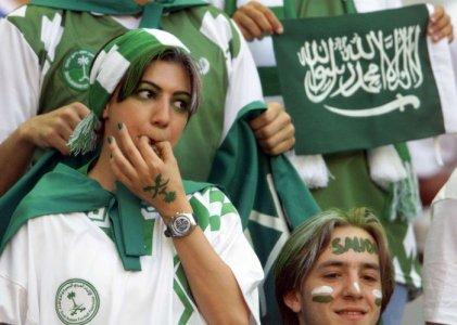 football_fans_girls_23.jpg