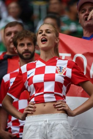 football_fans_girls_29.jpg