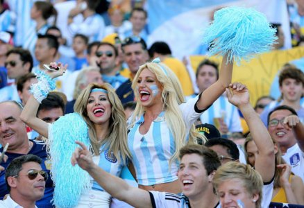 gentina-girls-cheer-their-nation-in-world-cup-2018.jpg