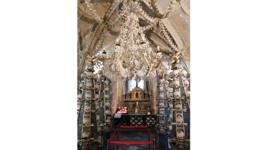 ssets_190529113635-church-of-bones-sedlec-ossuary3.jpg