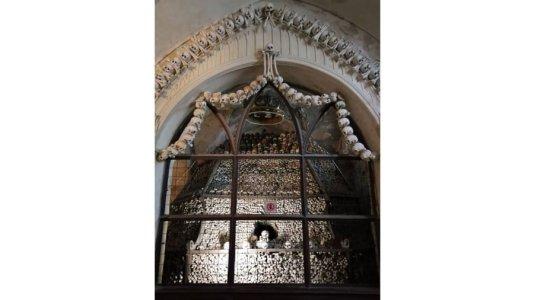 ssets_190529113654-church-of-bones-sedlec-ossuary4.jpg