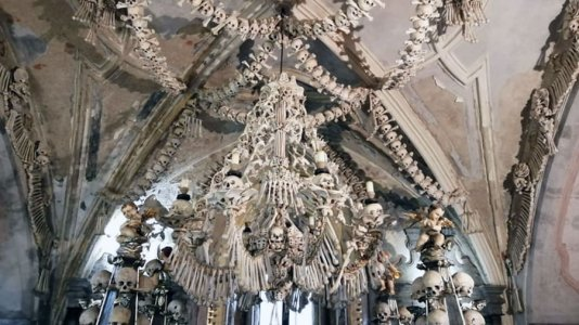 ssets_190604112959-church-of-bones-sedlecossuary1-.jpg