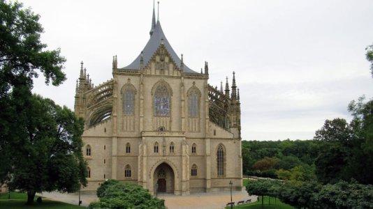 604113931-st-barbaras-cathedral-kutna-hora-pixabay.jpg