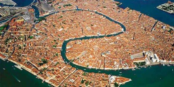 Venecia-qyteti-i-118-ishujve-1-750x375.jpg