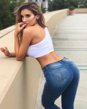sexy-girl-in-tight-jean-072218-11.jpg