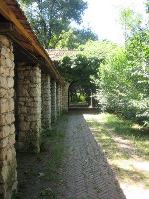 Hoteli_i_Gjuetisë_back.jpg