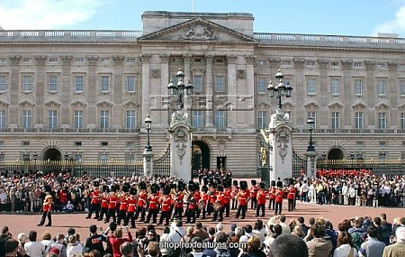 buckingham_palace_london_britain_14_sep_2004_502817.jpg
