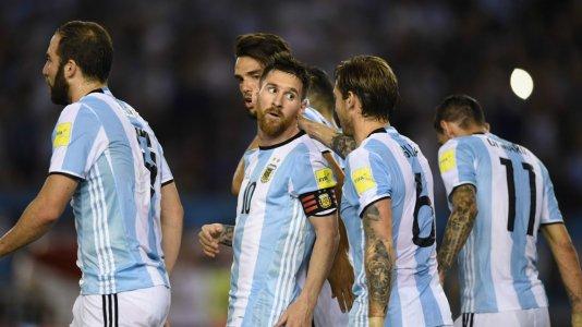higuain-messi-biglia-di-maria-argentina-chile-eliminatorias-sudamericanas-2018_8p278wul6uaw109...jpg